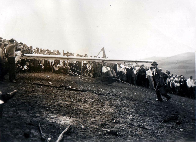 Sperber am Start 1932. Der Mann mit der Aktentasche.