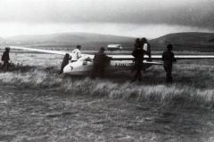 "Einsitziges Segelflugzeug Ka 8b auf dem Segelfluggelände ""Auf dem grünen Weg"", 1960."