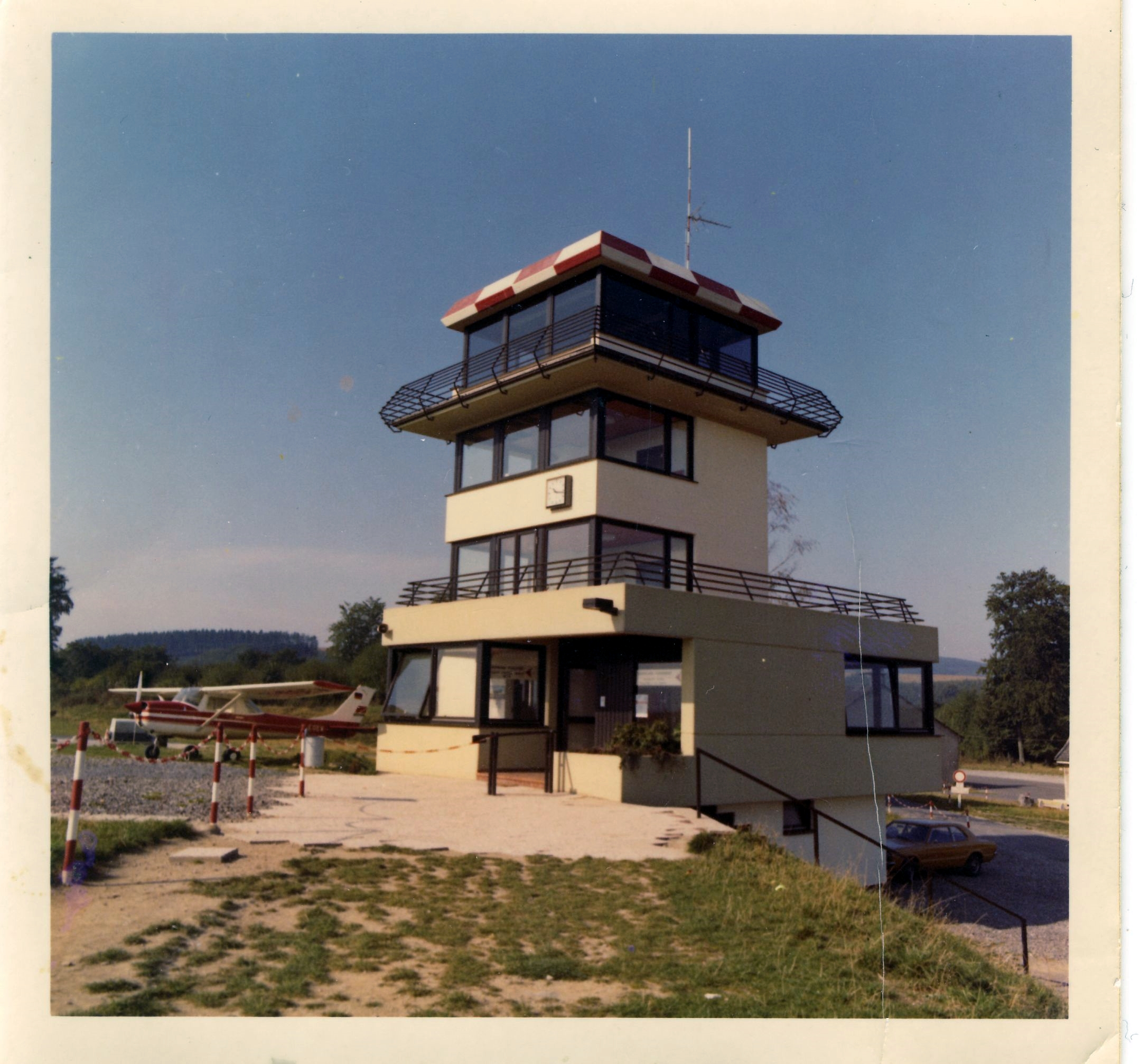 1971 ist der Tower fertiggestellt